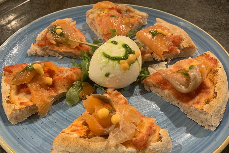 Pizza gourmet senza glutine al salmone